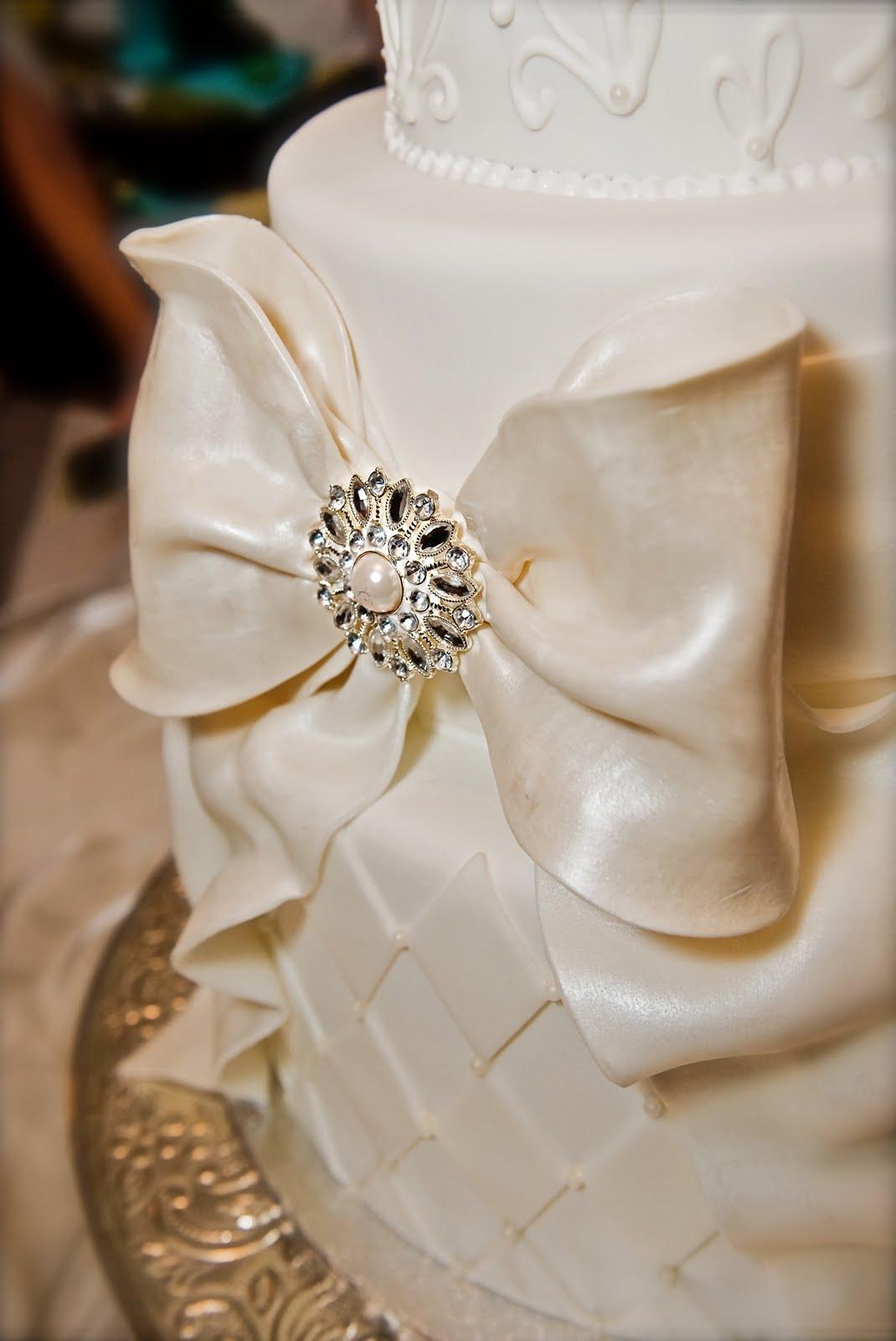 The Good Apple: Big Bow Wedding Cake