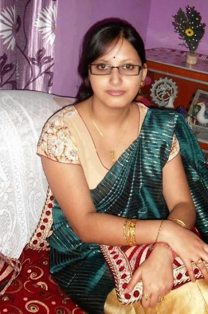 hot-indian-teacher-bhabhi-sexy-pic