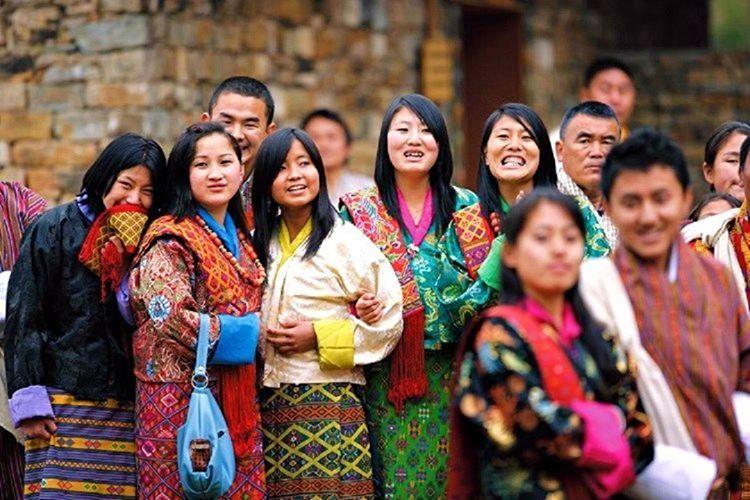 Bhutan geleneklerine göre erkeklerin mirastan pay almaları yasaktır, tüm miras kız çocuğuna bırakılmaktadır.