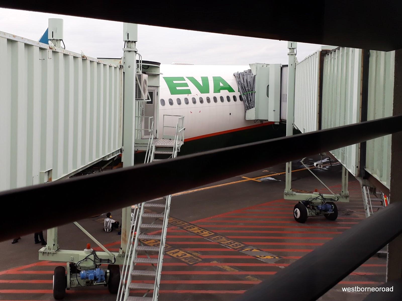 West Borneo Road Pengalaman Terbang Dengan Eva Air Airbus A330 300 Ke Taipei Taiwan