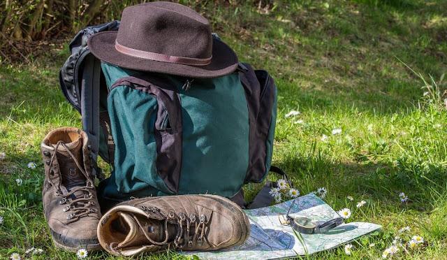 9 Perlengkapan Yang Wajib Dibawa Saat Akan Mendaki