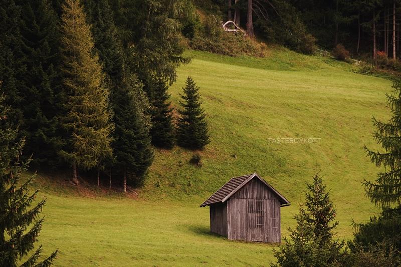 Hütte auf Wanderung im September im Lungau, Österreich // Cabin in Lungau, Austria in September