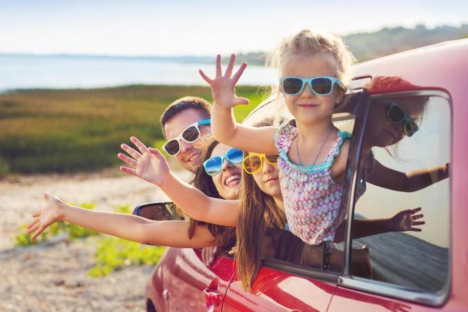 niños seguros en el coche