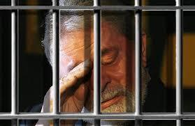 Juiz federal manda suspender benefícios do presidiário Lula