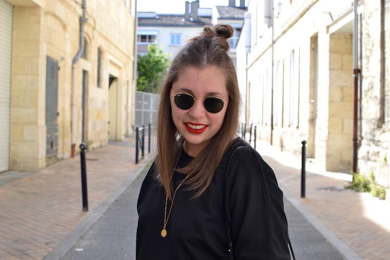 ray ban , collier  backstage vintage store, sweat tutu noir Zara