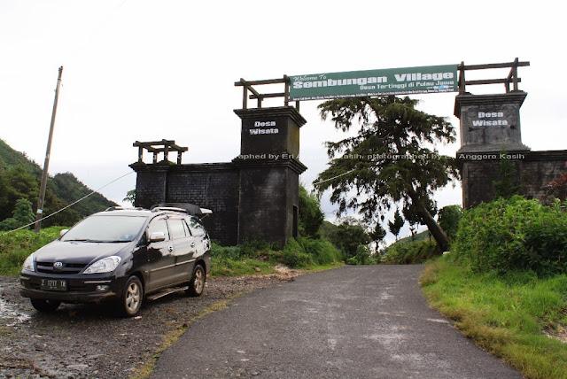 Trip ke Desa Sembungan, desa tertinggi di Pulau Jawa (2300 m dpl) menggunakan mobil penumpang biasa.