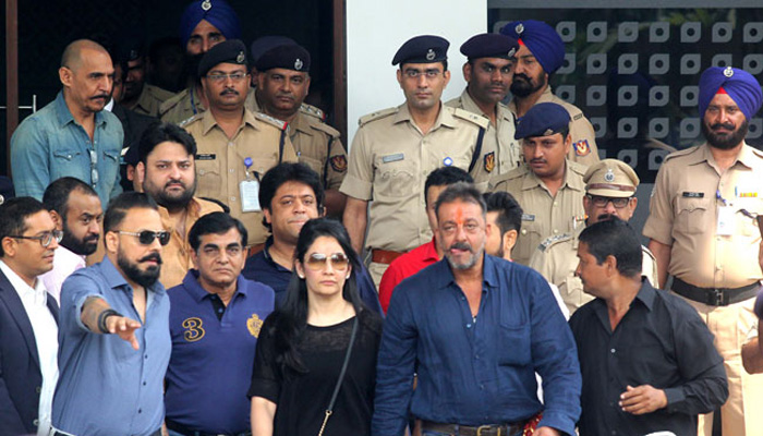 sanjay-dutt-with-manyata-wife