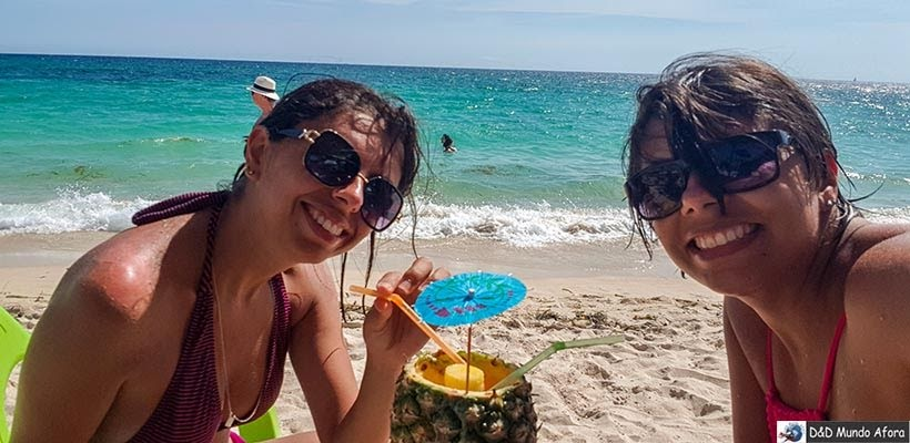 Piña colada na Playa Blanca: caribe colombiano em Cartagena