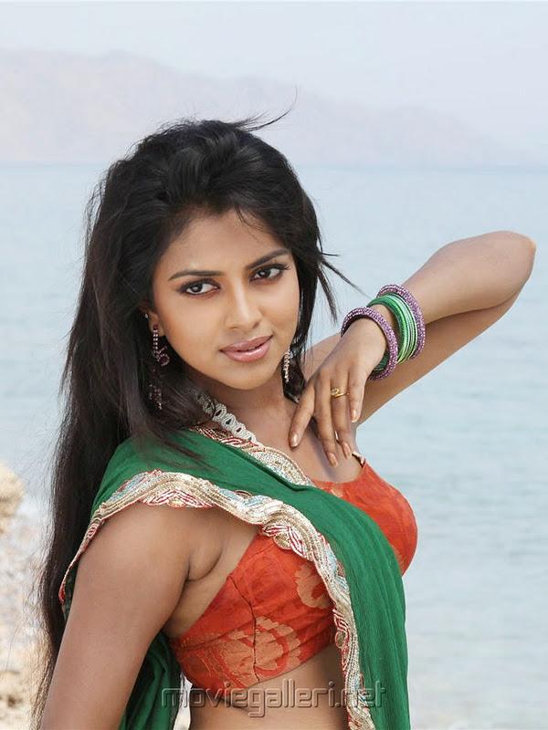 Amala Pal X Vido: Sexy Actress Gallery: AMLA PAUL HOT CLEAVAGE PICS
