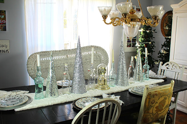 #RosevineCottageGirls #RosevineCottage #NewYear #Celebrating #RingingInTheNewYear #Tablescape #TableDecor #DinnerParty