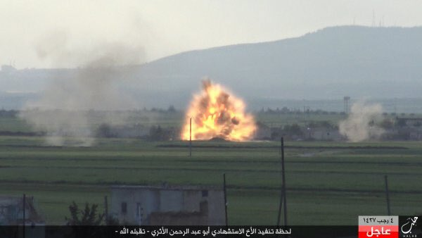 Guerra civil en Siria - Página 3 Islamic%2BState%2BReleases%2BPics.%2BShows%2BSuicide%2BAttack%2BOn%2BFSA%2BIn%2B%2523Northern%2BAleppo%2527s%2BCountryside%2B2