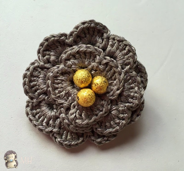 Broche Flor de Crochet y Abalorios