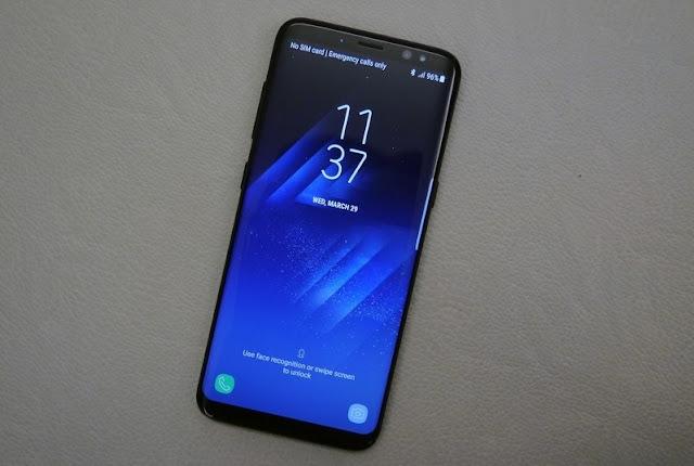 Smartphone Samsung Layar Infinity Display di Bawah 5 Inci di Kembangkan