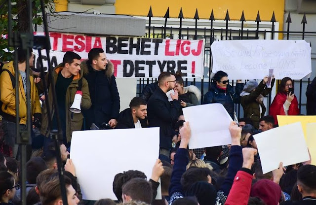 Students in front of the Ministry of Education