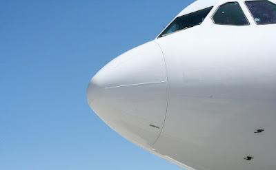 Per què la majoria dels avions són blancs?