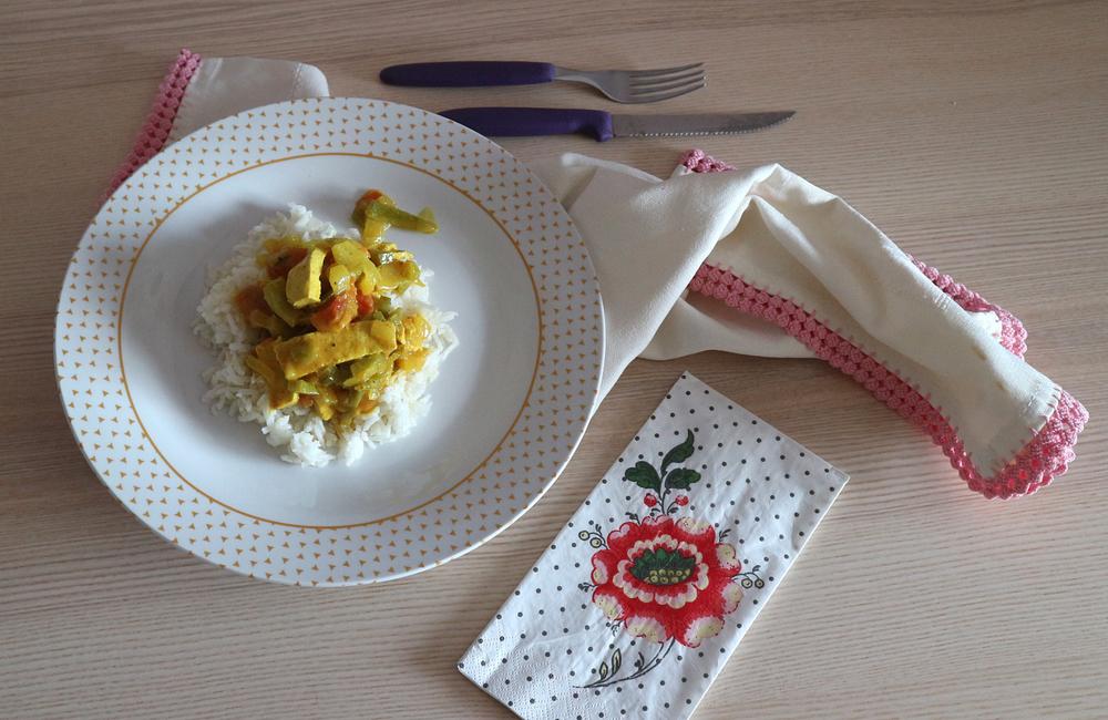 Arroz de caril + com tofu + receita vegetariana + gastronomia indiana + blogue português de casal + comida caseira + fácil e rápida + Pedro e Telma + blogue ela e ele + ele e ela