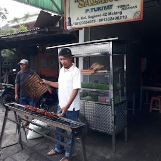 Aksi Penjual Sate Palsu di Depot Sate Sayang Pak Tukiyat Mergosono Malang
