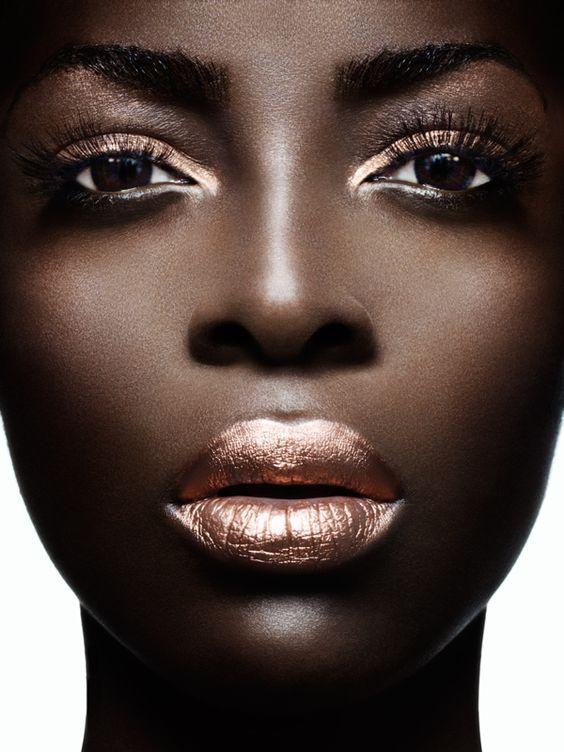 woc beauty, gold lips, woc gold lips, metallic lipstick, gold lipstick, gold metallic lips