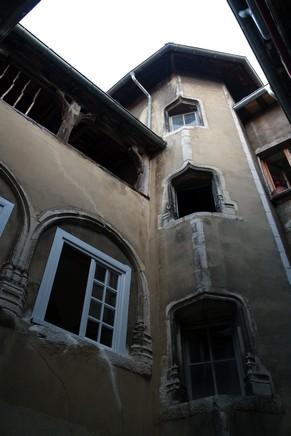 bourg-en-bresse visite nocturne théâtralisée cour