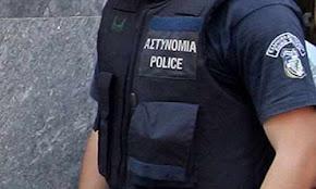 astinomikos-katharize-to-oplo-tou-ke-aftopirovolithike