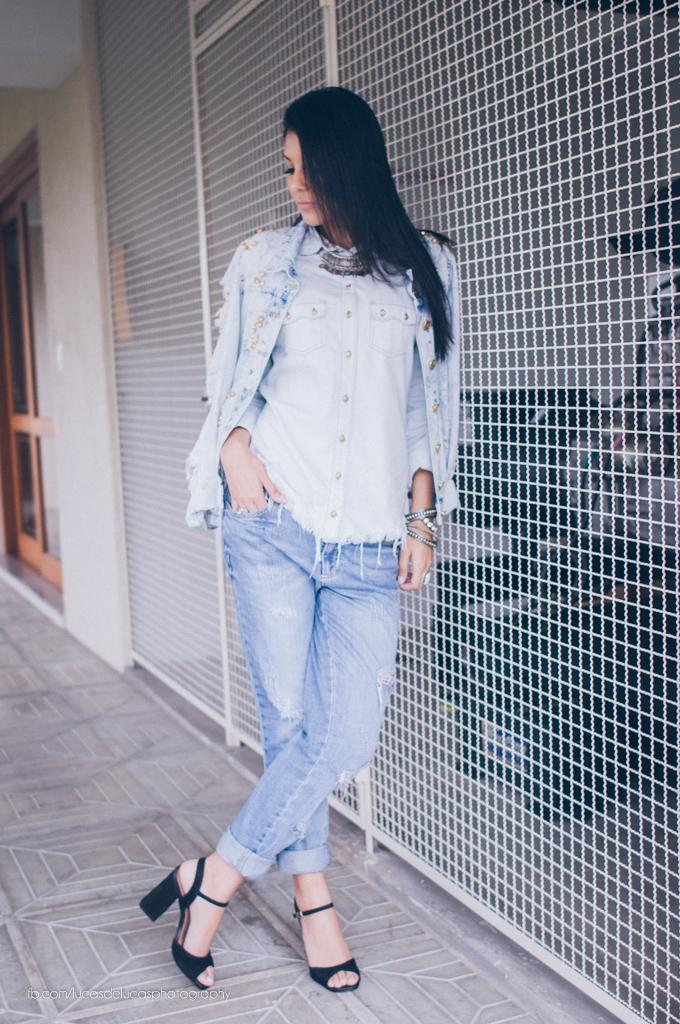 5fecfee26 Temos como parceira aqui do blog a Chopper Jeans, eles arrasam sempre!  Peças em jeans como camisas, jaquetas bordadas, blusas e saias com um jeans  super ...