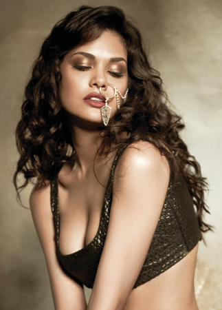 Esha Gupta nose ring photos, Esha Gupta sexy photos, Esha Gupta bollywood actress