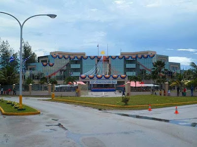 Il parlamento Marshallese decorato per il 33esimo anniversario della costituzione