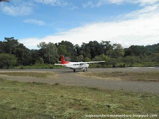 Avioneta en el aeropuerto del Parque Nacional Corcovado