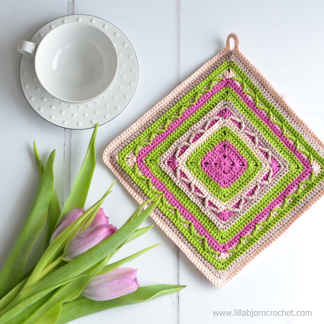 Tulip Potholder - FREE crochet pattern by LillaBjornCrochet