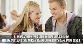 Bahasa tubuh yang lebih spesial untuk dirinya merupakan salah satu Tanda Anda Mulai mencintai Sahabatmu Sendiri