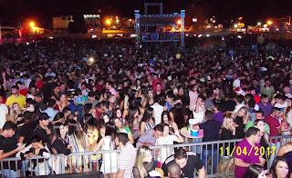 Multidão lota estádio municipal para shows no XIV Festival da Carne de Sol