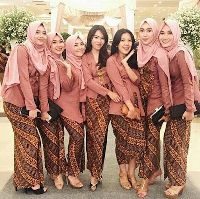 Model Kebaya Hijab Kutubaru Rok Batik Parang