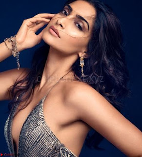 Fashion Diva Sonam Kapoor spicy pics 007.jpg