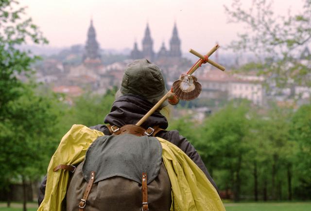 Peregrino chegando à Catedral de Santiago