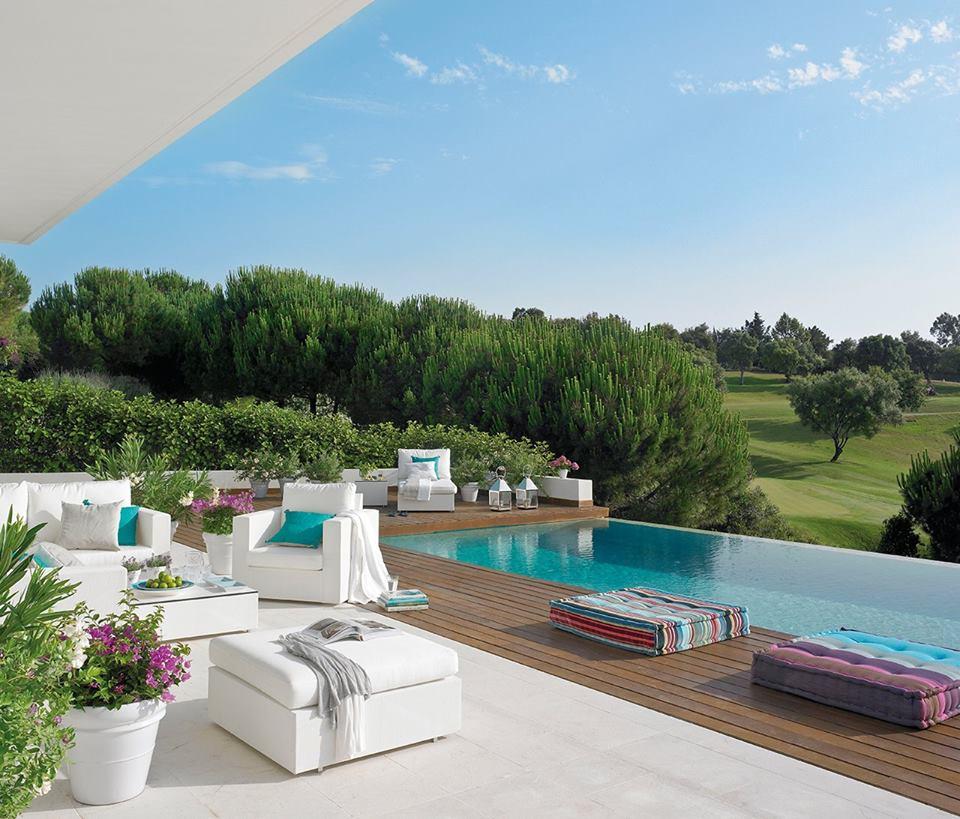 Cele mai frumoase piscine i jurnal de design interior for Amenajari piscine exterioare