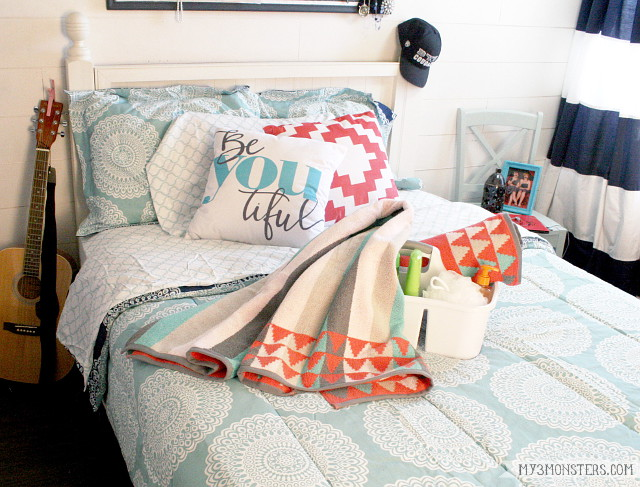 A super simple formula for decorating your dorm room from my3monsters.com