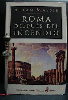 Portada del libro Roma después del incendio, de Allan Massie