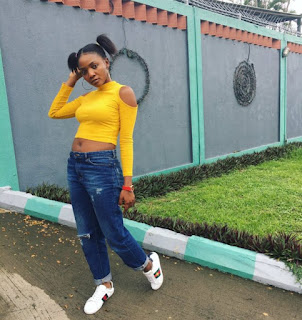"""Fans blasts Simi for """"trying to copy"""" Temi Otedola's style"""