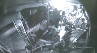 VÍDEO - Bandidos assaltam ônibus na Grande Recife e atiram em passageiros