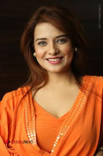 Actress Saloni Aswani Pos in Short Dress at Meelo Evaru Koteeswarudu Movie Interview  0058.JPG