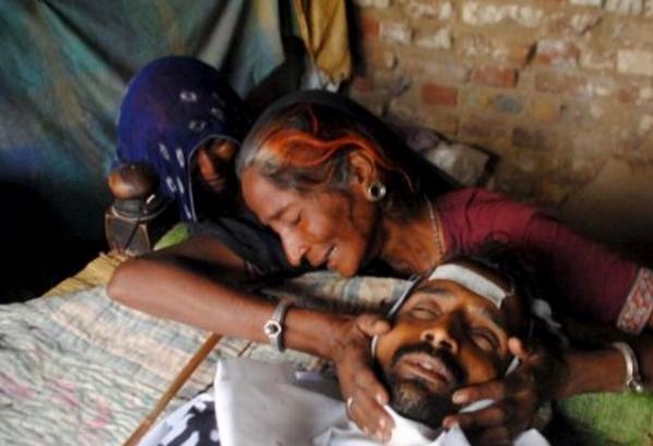 Miras Menewaskan 40 Warga Hindu Menjelang Festival Holi