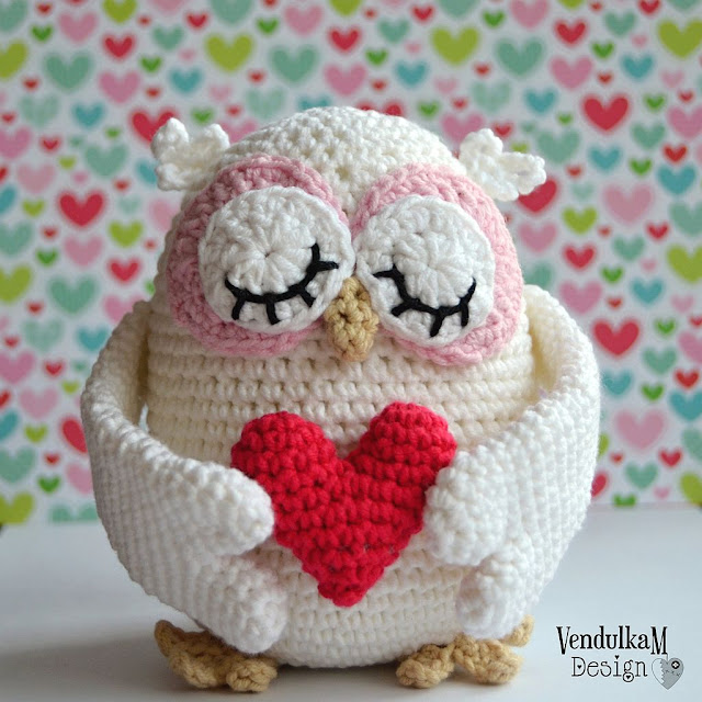 Crochet Valentine's Owl by Vendula Maderska