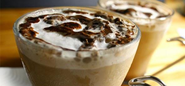 Suka pergi ke cafe hanya untuk menikmati kopi  3 Resep Membuat Es Kopi Segar Ala Cafe