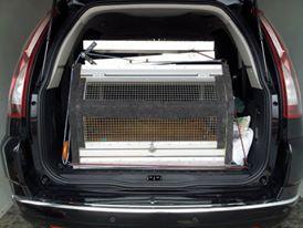 rampa de cães colocada em veículo