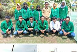 Pasca Gempa Mahasiswa KKN Universitas Muhammadyah Mataram Ikut Bantu Bersihkan Rumah Warga