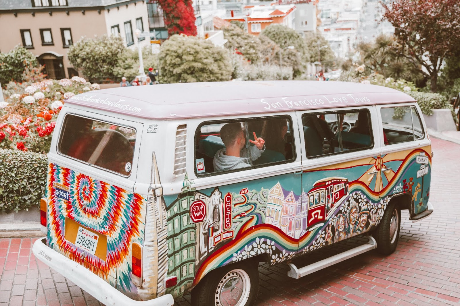 shelly stuckman, ArizonaGirl.com, San Francisco, travel blog, fashion blogger, Lombard Street, VW van, VW bus