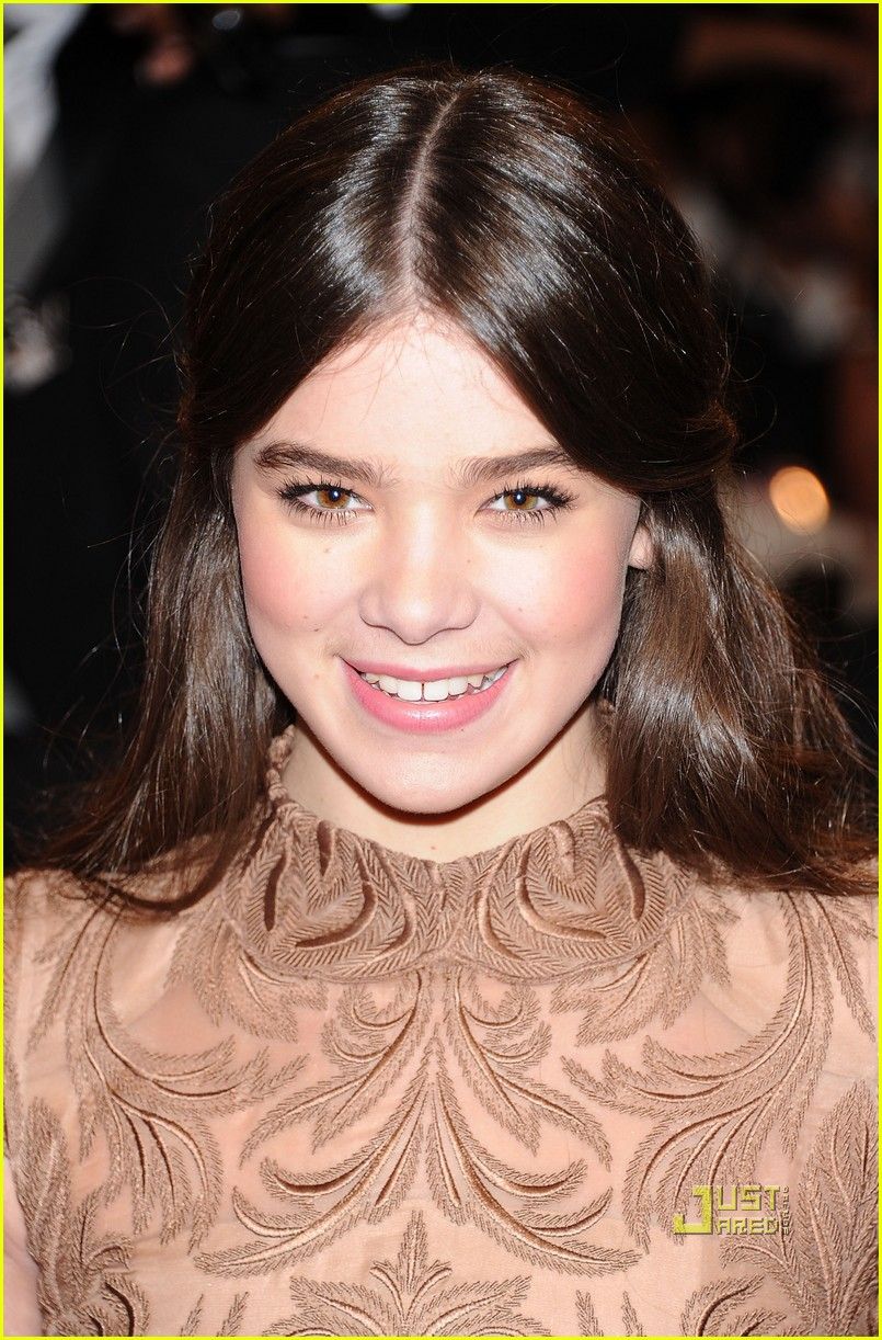 Hailee Steinfeld On The Cover Of Fashion Magazine March: Hollywood News: Hailee Steinfeld La Met Ball