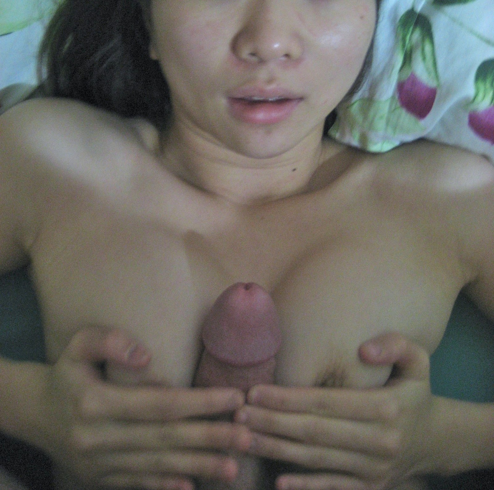 Amateur bate fuck herself with her flute on webcam 7