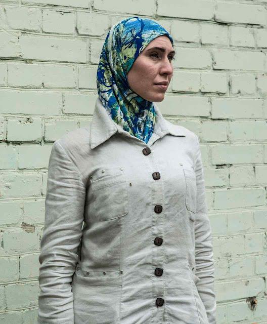 Amina na saída do hospital em Kiev. Ela desconfiou, foi armada, e salvou  casal.