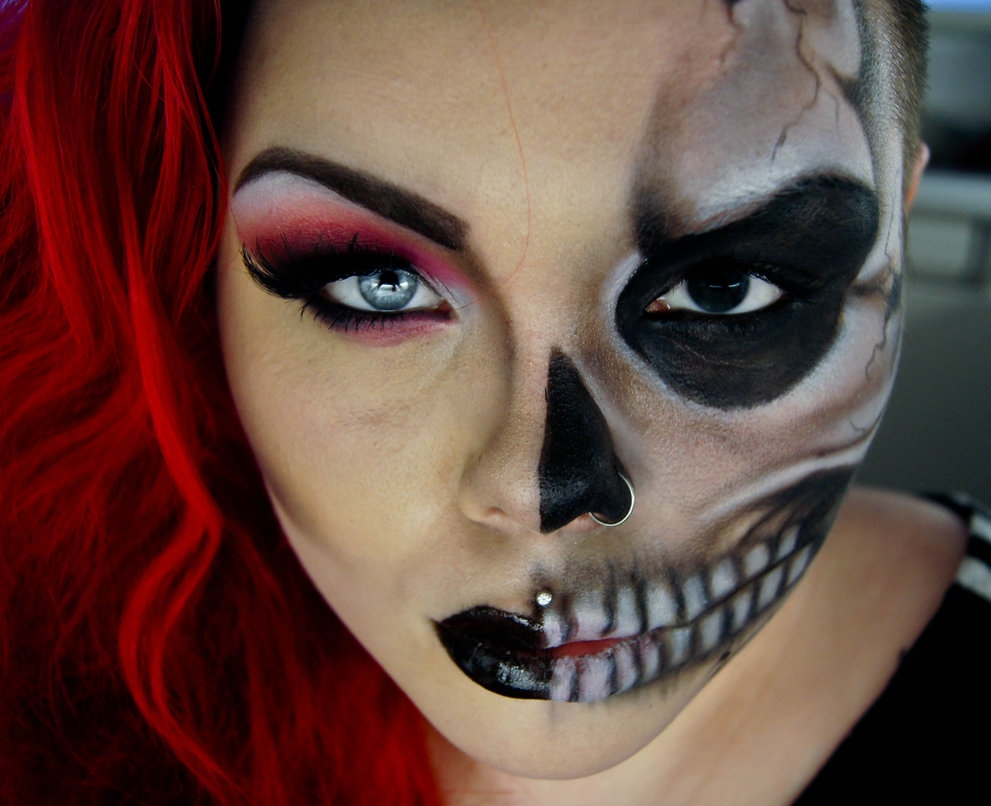 11-Two-Face-Carla-CrimsonnOnyxx-Face-and-Body-Painting-by-a-Chameleon-like-Artist-www-designstack-co